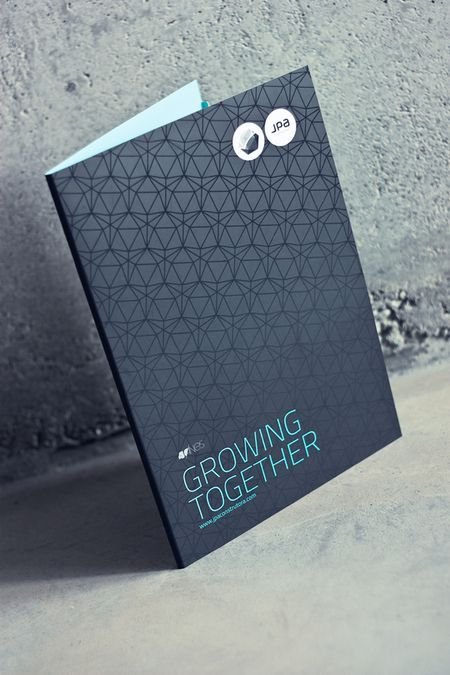 Corporate Book Cover Design Inspiration : Les brochures et catalogues avec un design original